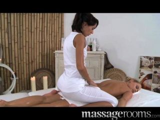 Massage Rooms - Cute Blonde Enjoys An Oily 69