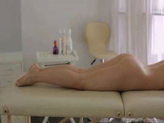 Julie Shows Her Pussy To Masseuse
