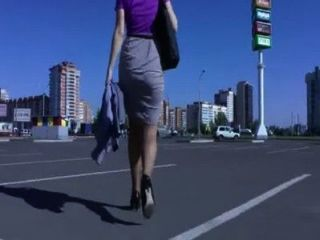 Booty Walking In The Street And Shaking Ass