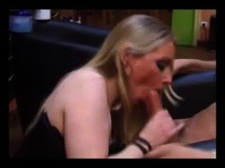 Hot Hairdresser Lavandra May Giving Blowjob