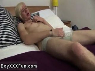 Amazing Twinks Uk Twink Phoenix Lays On The Badroom Table And Uses