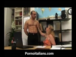 Mamma Matura Italiana Succhia Cazzo Al Capo - Italian Mature Mom Sucks Cock