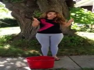 Latina Con Pantalon Vien Pegado Big Pussy