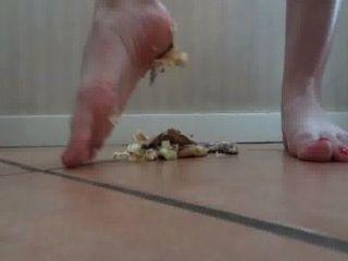 Lina Crush Hamburger Barefoot