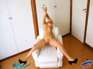 Amazing Body Latina! Fucking Herself With Deorodant Can! Omg!
