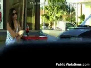 Mijando Na Garota Na Rua
