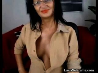 Mature Milf Plays With Herself On Webcam