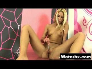 Juicy Gal Naked Solo Peeing