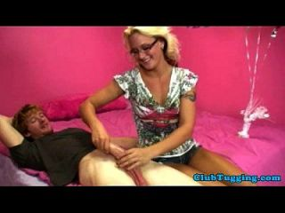 Handjob Loving Bimbo Cougar Gives Tugjob