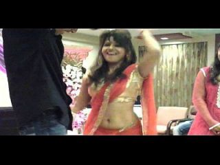 Hot Girl Shows Her Naval At A Family Function