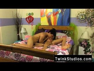 Twink Movie When Bored Teen Twinks Get Together, They Play Roll The