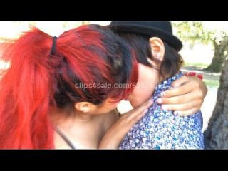 Girls Kissing (sd Video2 Preview)