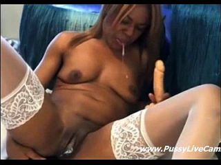Webcam Ebony Girl Masturbating With Two Dildos