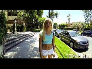 Sexy Teen Halle Von Is Using Her Mouth