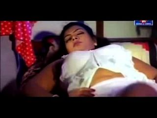 Hot Mallu Actress Sajini Very Romantic In Saree Unseen Video