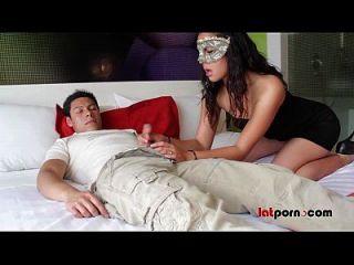 Latina Se La Chupa A Su Novio En Hotel