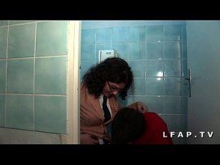 Etudiante Francais Adore La Sodo Et Enchaine Les Queues Dans Les Toilettes