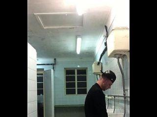 Taradão Fode Amigo No Banheiro Em Rapidinha Gostosa