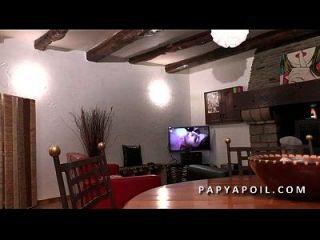 Papy Defonce Une Jeune Beurette Offerte Par Son Pote Qui La Sodomise