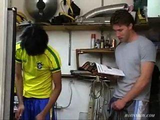 Jóvenes Brasileros Consiguen Follar En El Taller