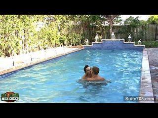 Horny Gays Fucking At Outdoors Pool