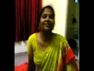 Aunty Wearing Saree