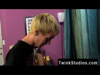 Small Dick Twinks Galleries Chris Jett Arrives With 2 Surprises And