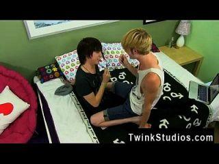 Videos Porno De Boys Y Gays Xxx Kyler Gets A Raw Gullet From The