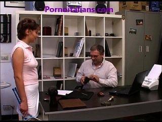 Ragazza Peccaminosa Succhia Cazzo In Ufficio - Blowjob In The Office