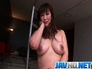Big Tits Bimbo Finger Fucks In A Serious Solo On Cam