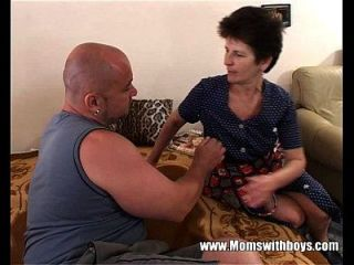 Hot Mama Serving Juucy Pussy For Breakfast