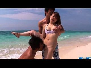 Mayuka Akimoto Loves Dealing Two Cocks At The Beach
