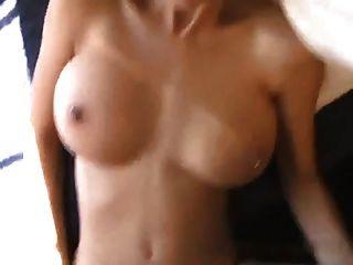 Premier Porno Pour Une Jeune Fille A Gros Seins
