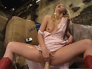 Lea Fucked By A Machine