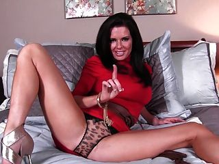 Stroking Off For Step Mommie Veronika Avluv