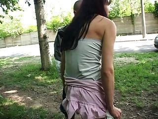 Geile Frau Besorgts 2 Maennern Am Strassenrand
