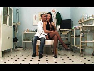Il Medico Di Fiducia Di Mamma (2011) Full Movie