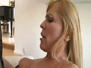Sexy Milf Nicole Moore