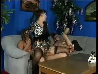 Andrea Dalton - Fisting 3some