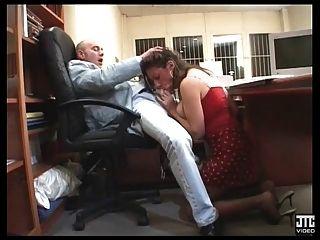 Secretaire A Gros Seins Baisee Par Le Boss
