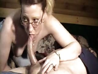 Sexy Wife Gives Good Head !