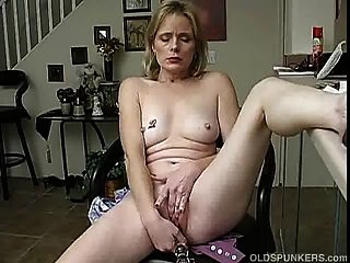 Mature Amateur Plays With Her Wet Pussy Until She Cums