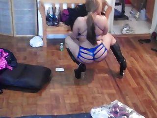My Homegirl Twerking It Out