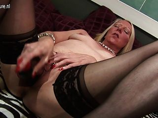 Mature Housewife Playing With Her Old Pussy