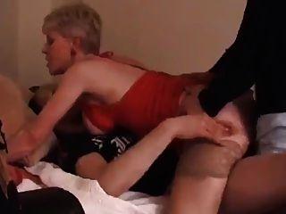 initiation jeune lesbienne partouze au cinema
