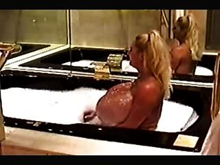 Maxi Mounds - Hot Jacuzzi.