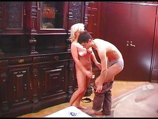 Encoxcando pene en falda de rayas