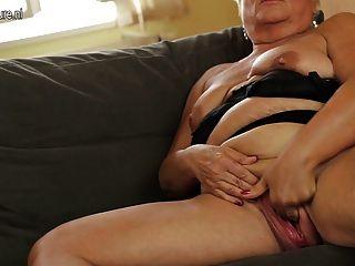 Lesbian mit grosse bruste