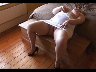 Stunning Smooth Bbw Plays With Her Pussy