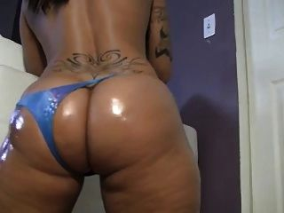 Big  Booty Latina Shakes Ass & Toys On Cam